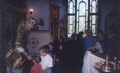 Архиепископ Тихон с паствой Русской Истинно-Православной (катакомбной) Церкви