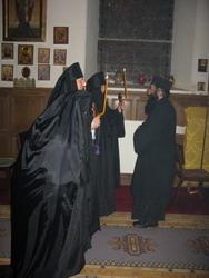 15.Епископ Фотий поздравляет новопостриженных