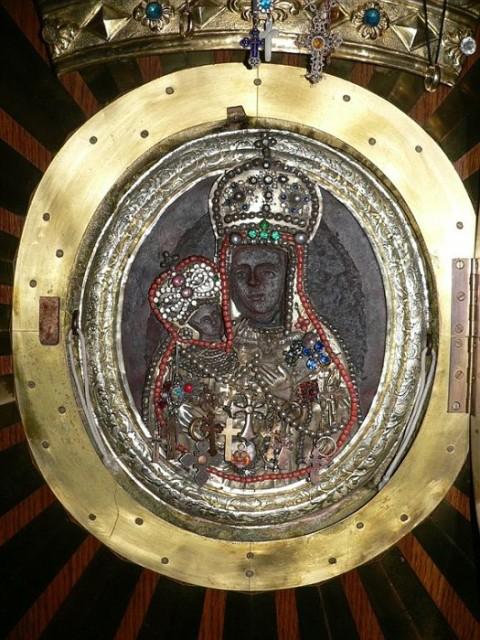 Леснинский Богородичный монастырь во Франции Леснинская чудотворная икона Божией Матери